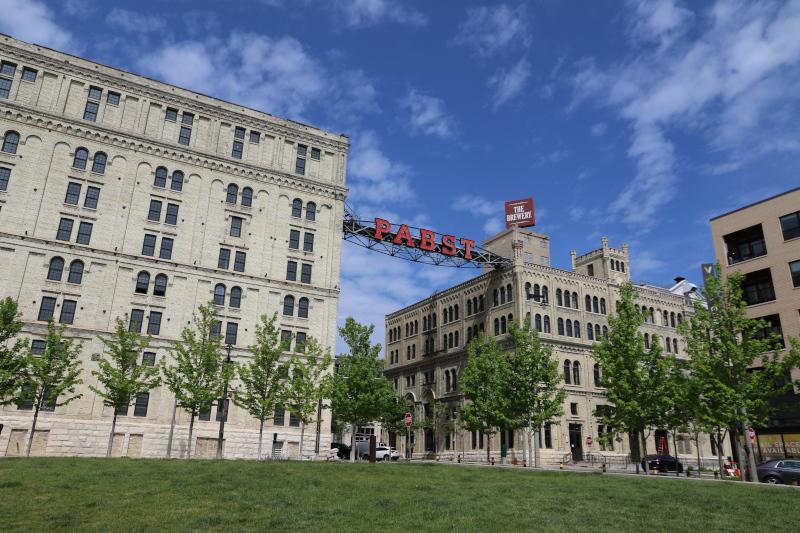 Milwaukee Brewery District © Andrea Bonder